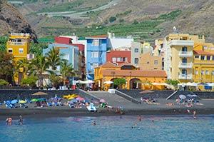 Ansicht Tazacorte Puerto mit Sandstrand
